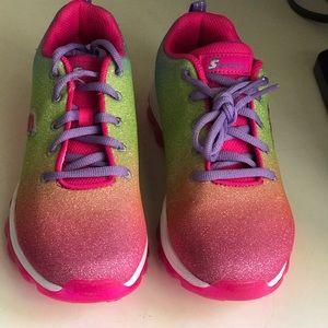 Girls size 5 Skechers sneakers